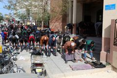 Πενθήστε κατά τη διάρκεια της νεκρικής τελετής του σε Rafah, στο νότιο της Λωρίδας της Γάζας στοκ φωτογραφίες