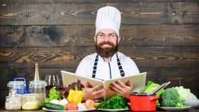 Πεπειραμένος αρχιμάγειρας που μαγειρεύει το άριστο πιάτο Αυτή η συνταγή είναι ακριβώς τέλεια Χορτοφάγος συνταγή Μαγειρικές τέχνες στοκ εικόνες