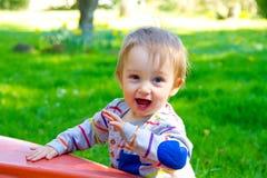 Περίεργο αγόρι ενός έτους βρεφών Στοκ φωτογραφία με δικαίωμα ελεύθερης χρήσης