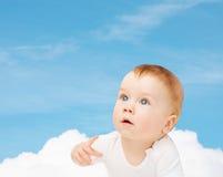 Περίεργο μωρό που ανατρέχει Στοκ Εικόνες