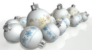 Περίκομψα μπιχλιμπίδια Χριστουγέννων μεταλλινών άσπρα Στοκ Εικόνες