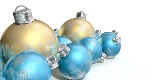 Περίκομψα μπιχλιμπίδια Χριστουγέννων μεταλλινών χρυσά και μπλε Στοκ εικόνα με δικαίωμα ελεύθερης χρήσης