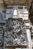Περίκομψες ανακουφίσεις επιτροπής τοίχων που απεικονίζουν Shiva που χορεύει στον προϊστάμενο Gajasura, ναός Chennakesava, Belur,  στοκ εικόνες με δικαίωμα ελεύθερης χρήσης