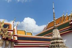 Περίκομψες στέγες στο ναό Wat Pho στη Μπανγκόκ Στοκ Εικόνες