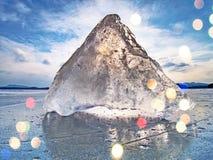 Περίληψη Πάγος με τις βαθιές γρατσουνιές και τις ρωγμές Επιπλέων πάγος περικοπών ενάντια στο φως Στοκ εικόνες με δικαίωμα ελεύθερης χρήσης