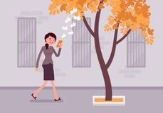 Περίπατοι γυναικών με το smartphone στην πρόσκρουση σε ένα δέντρο διανυσματική απεικόνιση