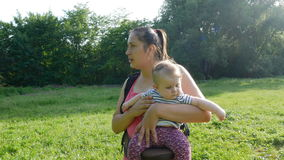 Περίπατοι μητέρων με νεογέννητο φιλμ μικρού μήκους