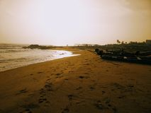 Περίπατος άμμου κυμάτων ακτών παραλιών στοκ φωτογραφία με δικαίωμα ελεύθερης χρήσης