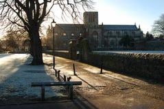 Περίπατος και εκκλησία Haddington όχθεων ποταμού στο χειμερινό πρωί Στοκ φωτογραφία με δικαίωμα ελεύθερης χρήσης