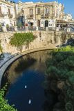 Περίπατος και πηγή Arethusa σε Siracusa, Σικελία, Ιταλία Στοκ φωτογραφία με δικαίωμα ελεύθερης χρήσης