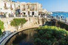Περίπατος και πηγή Arethusa σε Siracusa, Σικελία, Ιταλία Στοκ εικόνα με δικαίωμα ελεύθερης χρήσης