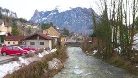 Περίπατος κατά μήκος του ποταμού Traun, Ebensee, Αυστρία φιλμ μικρού μήκους