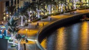 Περίπατος στη μαρίνα του Ντουμπάι timelapse τη νύχτα, Ε.Α.Ε. Τοπ όψη απόθεμα βίντεο