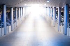 Περίπατος στο φως Στοκ Φωτογραφία