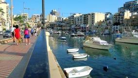 Περίπατος στο ST Julians, Μάλτα απόθεμα βίντεο