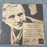 Περίπατος του ομοφυλόφιλου, ο περίπατος τιμής ουράνιων τόξων, Γερτρούδη Stein στοκ φωτογραφία