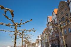 Περίπατος του Ρήνου κοντά στο στο κέντρο της πόλης του Ντίσελντορφ Στοκ φωτογραφίες με δικαίωμα ελεύθερης χρήσης