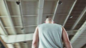 Περίπατος Sprinter στο τρέξιμο της διαδρομής Προετοιμάζεται για την έναρξη απόθεμα βίντεο
