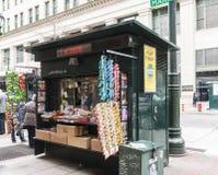 Περίπτερο εφημερίδων στην οδό σε Philadelphis Στοκ Εικόνες