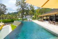 Περίπτερο και πισίνα στο θέρετρο πολυτέλειας στοκ εικόνα με δικαίωμα ελεύθερης χρήσης