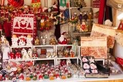 Περίπτερο με τα παραδοσιακά δώρα Χριστουγέννων Στοκ φωτογραφία με δικαίωμα ελεύθερης χρήσης
