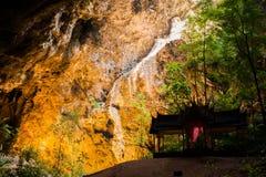 Περίπτερο στη σπηλιά με το ανωτέρω φως Στοκ Εικόνες