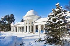 Περίπτερο του κρύου μεταλλικού νερού - αναπηδήστε στη μικρή δυτική Bohemian spa πόλη Marianske Lazne Marienbad - Δημοκρατία της Τ Στοκ Εικόνες