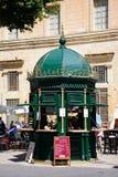 Περίπτερο φραγμών πρόχειρων φαγητών και καφές, Valletta Στοκ Εικόνες