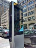 Περίπτερο LinkNYC, ένα νέο δίκτυο επικοινωνιών, πόλη της Νέας Υόρκης, ΗΠΑ στοκ εικόνα
