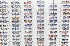 Περίπτωση παραθύρων με τα ηλιόλουστα γυαλιά Στοκ εικόνα με δικαίωμα ελεύθερης χρήσης