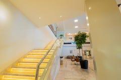 Περίπτωση σκαλοπατιών στο σύγχρονο εσωτερικό ξενοδοχείων Στοκ Φωτογραφίες