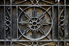 Περίπλοκο κιγκλίδωμα ή κάγγελο μετάλλων επεξεργασμένου σιδήρου Στοκ φωτογραφία με δικαίωμα ελεύθερης χρήσης