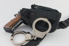 Περίστροφο στην τακτική πιστολιοθήκη SWAT με τις χειροπέδες Στοκ Εικόνες