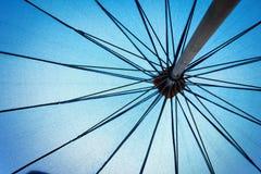 Περίληψη κάτω από τη μεγάλη ομπρέλα Στοκ φωτογραφία με δικαίωμα ελεύθερης χρήσης