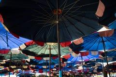 Περίληψη κάτω από τη μεγάλη ομπρέλα Στοκ Φωτογραφία