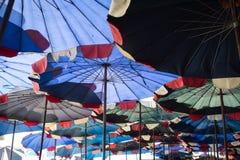Περίληψη κάτω από τη μεγάλη ομπρέλα Στοκ εικόνες με δικαίωμα ελεύθερης χρήσης