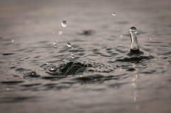 Περίληψη των πτώσεων και των κυματισμών νερού στοκ εικόνες
