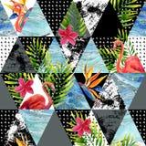 Περίληψη grunge και μαρμάρινα τρίγωνα με τα τροπικά λουλούδια, φύλλα Στοκ Εικόνα