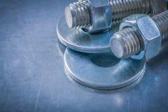 Περασμένα κλωστή καρύδια κατασκευής πλυντηρίων μπουλονιών screwbolts στο μεταλλικό β Στοκ Εικόνες