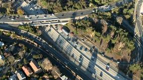 Περιβάλλοντας εναέρια κυκλοφορία αυτοκινητόδρομων απόθεμα βίντεο