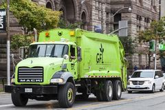 Περιβαλλοντικό φορτηγό υπηρεσιών στο Τορόντο, Καναδάς Στοκ φωτογραφία με δικαίωμα ελεύθερης χρήσης