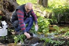 Περιβαλλοντική μελέτη ρύπανσης μιας σειράς μαθημάτων νερού Στοκ Εικόνα