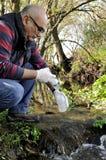 Περιβαλλοντική μελέτη ρύπανσης μιας σειράς μαθημάτων νερού Στοκ φωτογραφίες με δικαίωμα ελεύθερης χρήσης