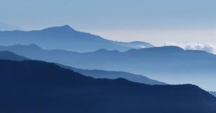 Περιγράμματα των βουνών στην περιοχή συντήρησης Annapurna, Νεπάλ Στοκ φωτογραφία με δικαίωμα ελεύθερης χρήσης