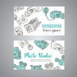 Περιγραμματική επαγγελματική κάρτα για το φωτογράφο συρμένες χέρι doodle κάμερες φωτογραφιών κινούμενων σχεδίων αναδρομικές, διαν Στοκ Εικόνες