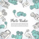 Περιγραμματική συρμένη χέρι διανυσματική κάρτα κινηματογράφων συρμένες χέρι doodle κάμερες φωτογραφιών κινούμενων σχεδίων αναδρομ Στοκ εικόνα με δικαίωμα ελεύθερης χρήσης