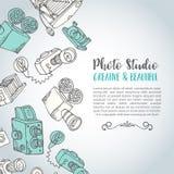 Περιγραμματική συρμένη χέρι διανυσματική κάρτα φωτογραφιών συρμένες χέρι doodle κάμερες φωτογραφιών κινούμενων σχεδίων αναδρομικέ Στοκ φωτογραφία με δικαίωμα ελεύθερης χρήσης