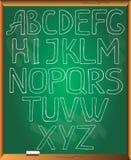 Περιγραμματικό αλφάβητο στο υπόβαθρο πινάκων κιμωλίας Στοκ φωτογραφία με δικαίωμα ελεύθερης χρήσης