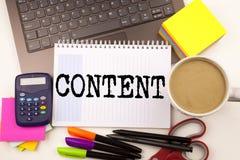 Περιεχόμενο γραψίματος λέξης στο γραφείο με το lap-top, δείκτης, μάνδρα, χαρτικά, καφές Επιχειρησιακή έννοια για την επιχείρηση σ στοκ φωτογραφία με δικαίωμα ελεύθερης χρήσης