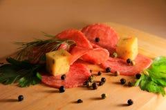 Περικοπές Ccold και τυρί και χορτάρια και πιπέρι Στοκ φωτογραφία με δικαίωμα ελεύθερης χρήσης